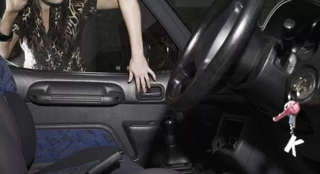 car locksout services key inside car and trunk